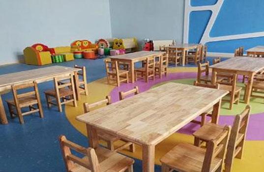 我们在选购幼儿园木制桌椅家具时要注意以下方面?
