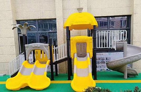 孩子的成长与幼儿园大型玩具之间的关系?