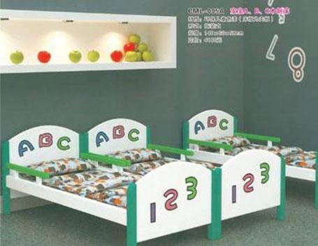 幼儿园木制课桌椅的设计要考虑多方面的因素