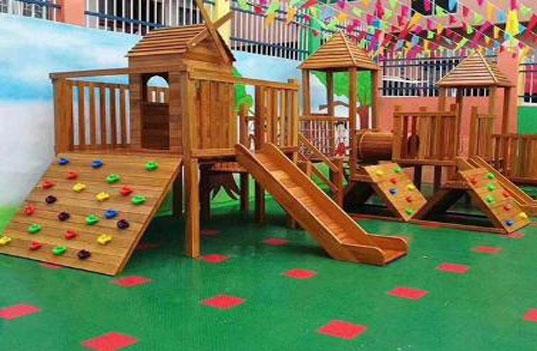 设计木制大型幼儿园玩具时的准则是什么?