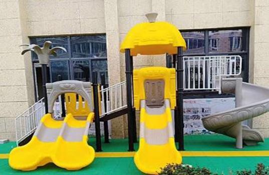 彩色的幼儿园户外大型玩具对孩子有哪些影响?