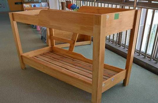 幼儿园实木家具双层床的优缺点是什么?