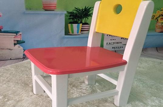 幼儿园使用实木家具桌椅是否环保?