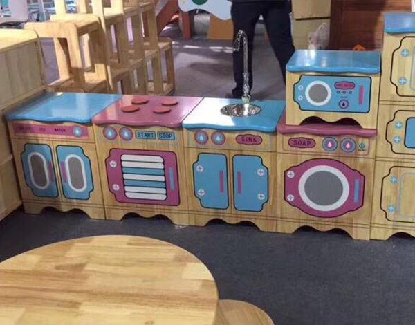 幼儿园实木小家具