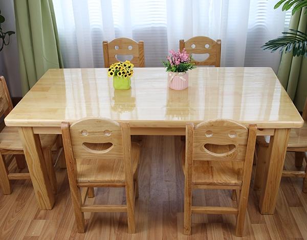 室内幼儿园实木安全桌椅