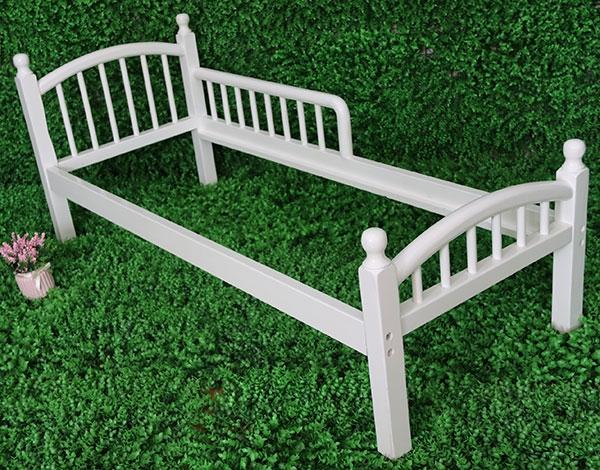 幼儿园木制家具床