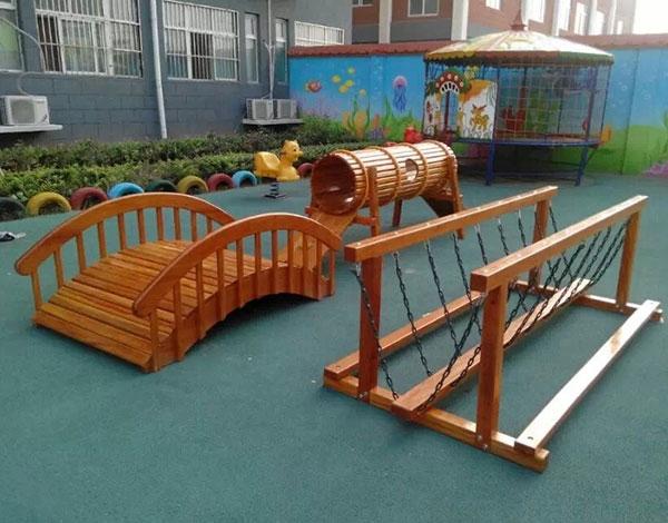 幼儿园实木户外荡桥、平衡木组合