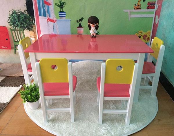 幼儿园木制桌椅家具