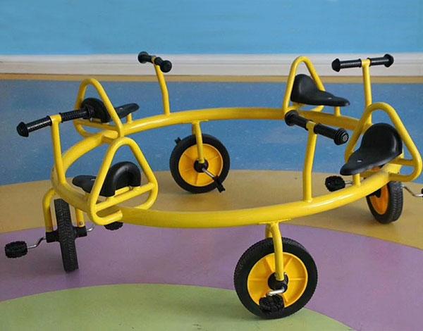 幼儿园儿童多人脚踏车