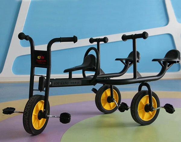 幼儿园3人脚踏车