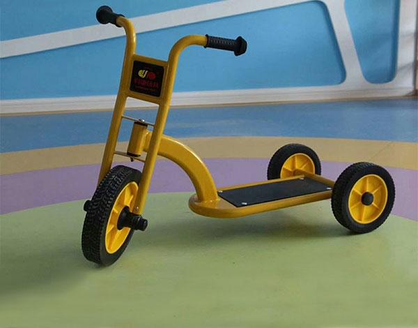 幼儿园实木踏板车