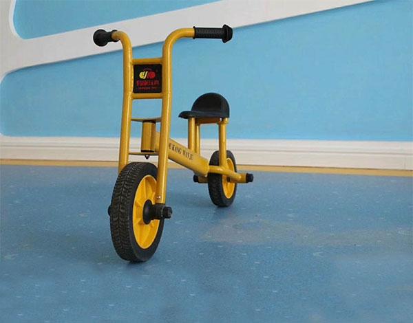 幼儿园三轮脚踏车